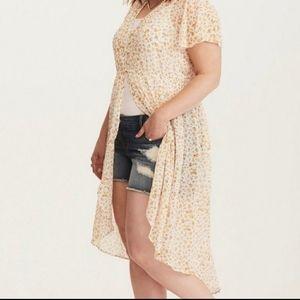 Torrid blouse top short sleeves high low floral